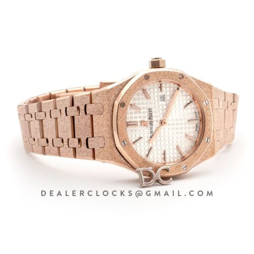 Lady Royal Oak 67650OR White Dial in Frosted Rose Gold