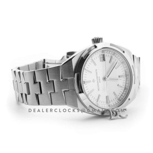 Overseas Automatic White Dial in Steel on Bracelet