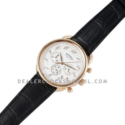 Arceau Chronographe 43 White Dial in Rose Gold on Black Leather Strap